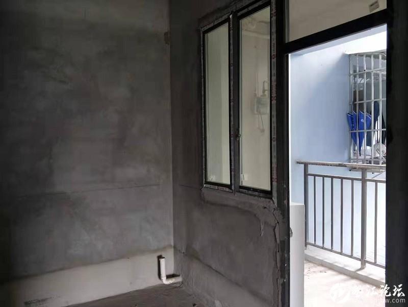 錦繡江都大三房,視野超級好,清水房任意裝修,業主底價出售64.8萬元!!!