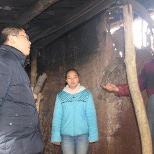 四中党员干部看望慰问特困学生家庭——爱意满满 暖暖冬情